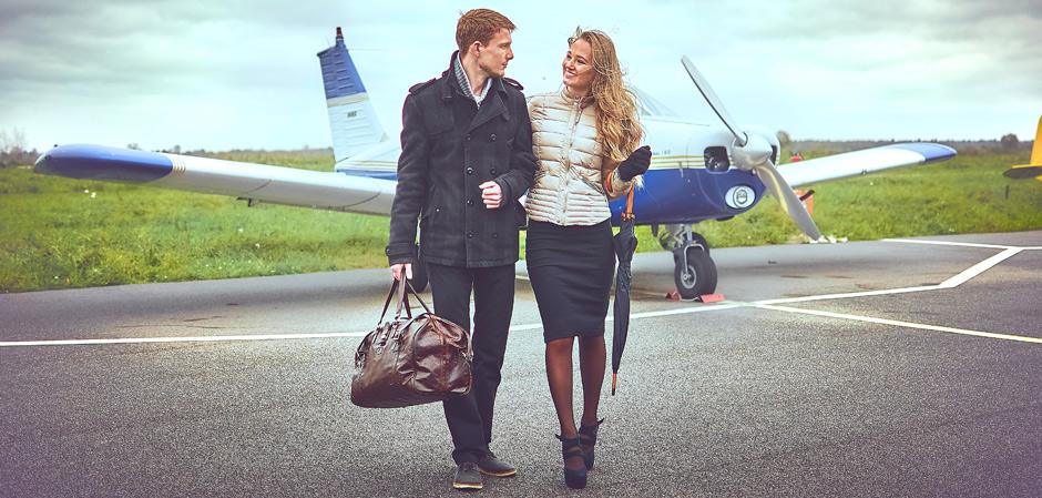 Мужчина и женщина с кожаными аксессуарами Mercier Roman
