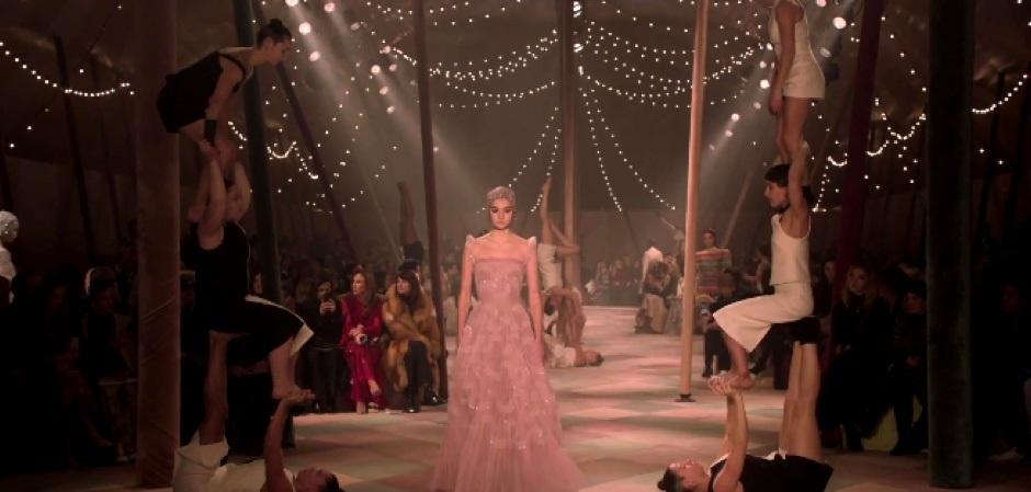 Dior превратил подиум Недели моды в цирковую арену