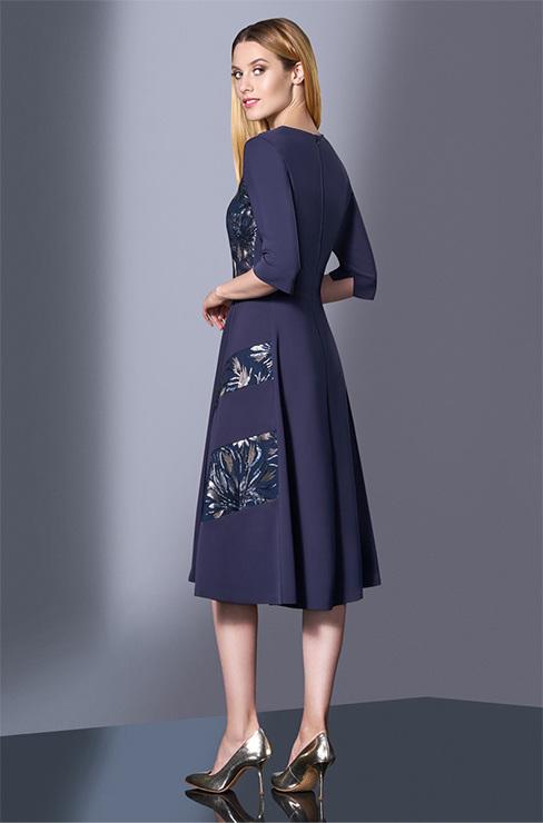 a00fa4077f43 Женственное и лаконичное платье на все случаи жизни. Платье отрезное по  талии, с рукавами ниже локтя, лиф прилегающего силуэта, юбка расклешенная.