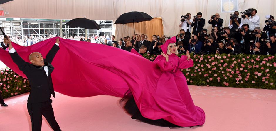 Леди Гага открывает бал Мет Гала