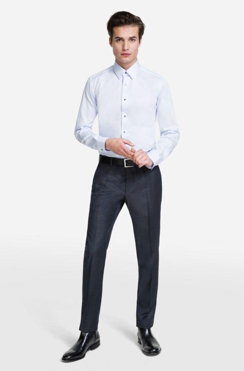730bef00d74cf64 Эта современная рубашка облегающего силуэта с элегантным воротником