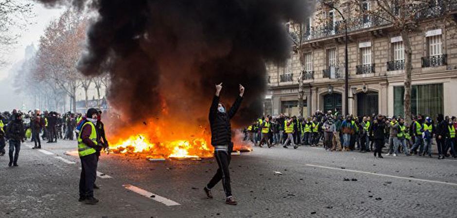 Протесты Желтые жилеты