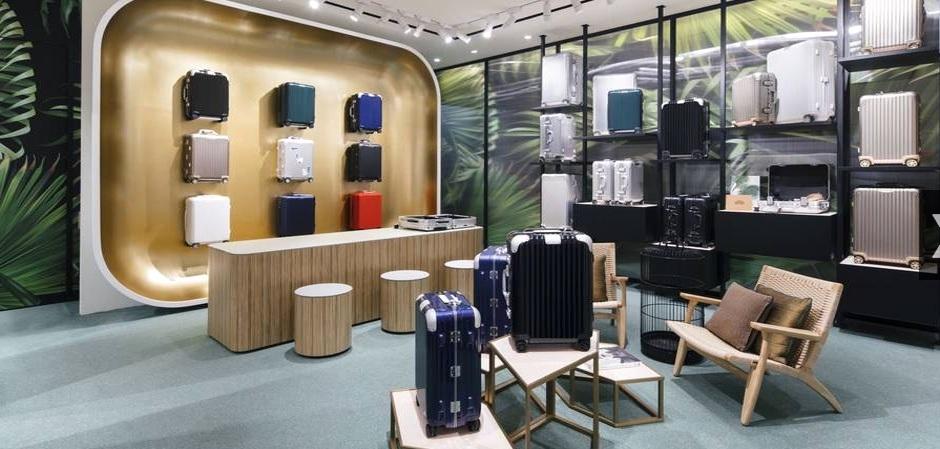 Новый бутик для любителей чемоданов RIMOWA  открылся в знаменитом старинном отеле Сингапура