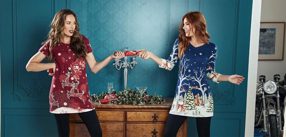 Вязаное платье-свитер с рисунком на рождественскую тему