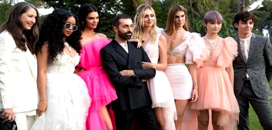 Кутюрье Джамбаттиста Валли с Кендалл Дженнер и другими знаменитостями объявляет о коллаборации с  H&M