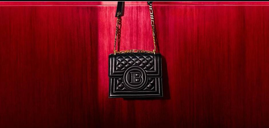 Актриса и супермодель Кара Делевинь создала для Дома моды Balmain сумки, впервые выступив дизайнером.