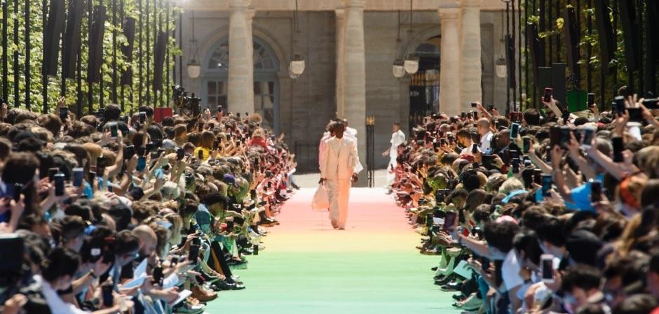 Первый показ коллекции Абло в качестве дизайнера мужской линии Дома Louis Vuitton